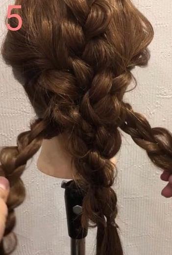 前髪が長い方におすすめ☆三つ編みだけでできる、手の込んだ編み込み風アレンジ5