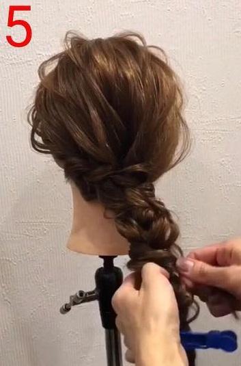 簡単なのに華やかな後ろの髪に☆お呼ばれにも使える三つ編みおろしアレンジ5