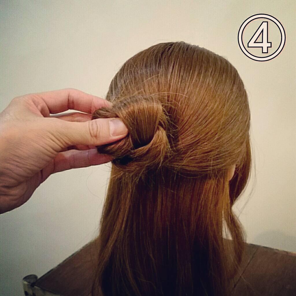 ピンのさし方がポイント!三つ編みで簡単に出来るお団子ハーフアップアレンジ4