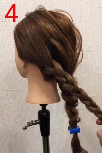 簡単なのに華やかな後ろの髪に☆お呼ばれにも使える三つ編みおろしアレンジ4