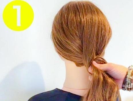 シンプル×おしゃれ☆オトナ女子におすすめの、裏編みでつくるまとめ髪アレンジ1