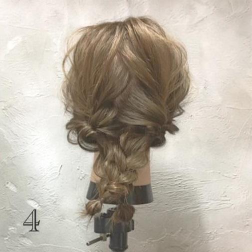 男女モテ確実の愛されヘア♡三つ編みがキュートなまとめ髪アレンジ4