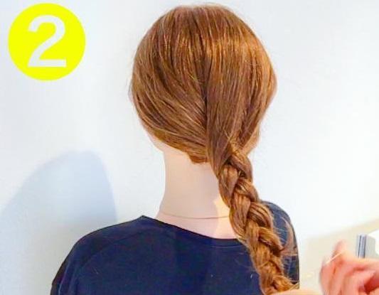 シンプル×おしゃれ☆オトナ女子におすすめの、裏編みでつくるまとめ髪アレンジ2