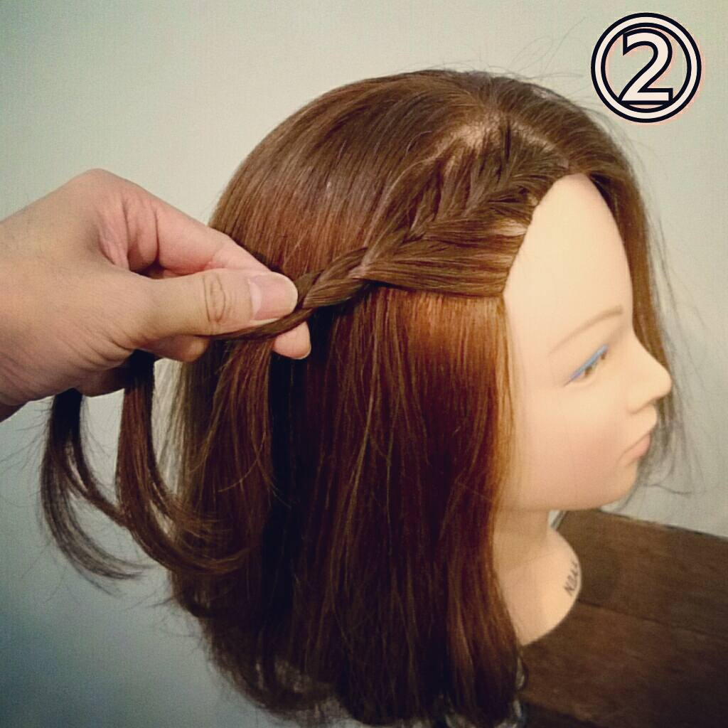 前髪で印象は変わる☆前髪が長めの方におすすめの、編み込み×三つ編みでつくる前髪アレンジ2