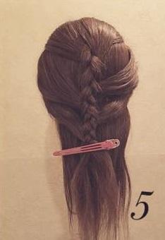 抜け感が超かわいい♡裏編み込みで作るイマドキ編みおろしアレンジ5