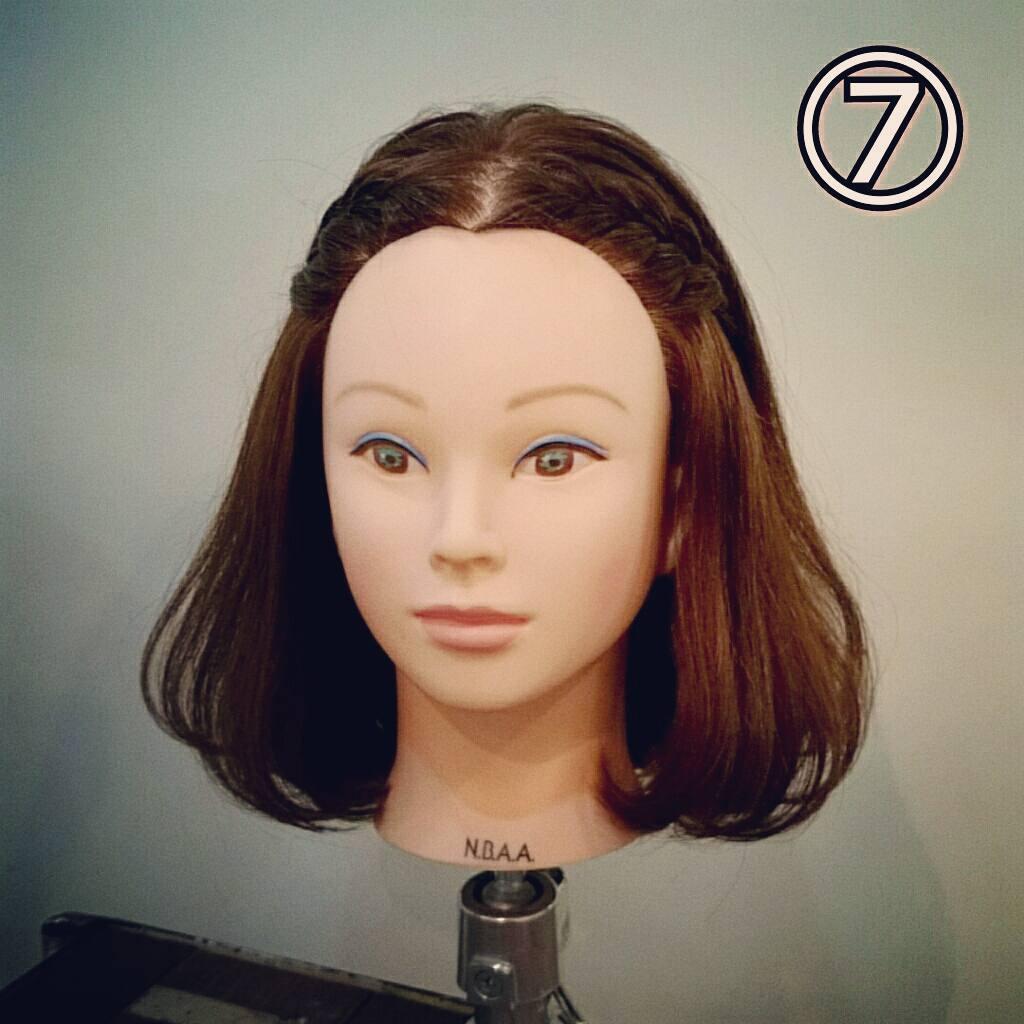 前髪で印象は変わる☆前髪が長めの方におすすめの、編み込み×三つ編みでつくる前髪アレンジtop