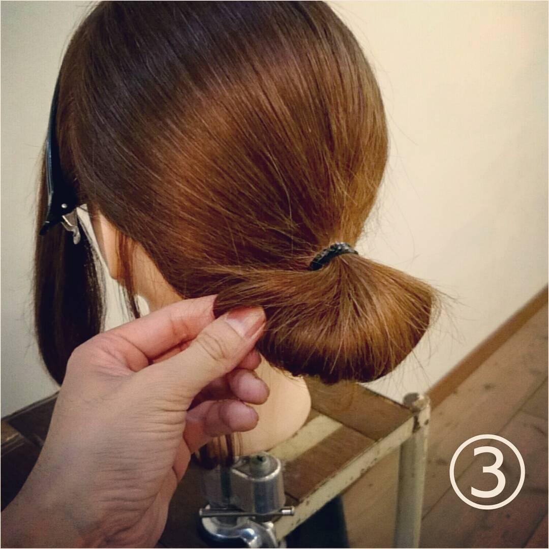 髪が長くなくてもボリューム感は出せる◎一気におしゃれ度がアップする、ルーズなお団子アレンジ3