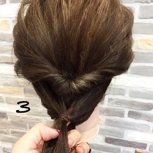 髪が広がっちゃう方にオススメ!簡単に髪がまとまる*くるりんぱアレンジ 3
