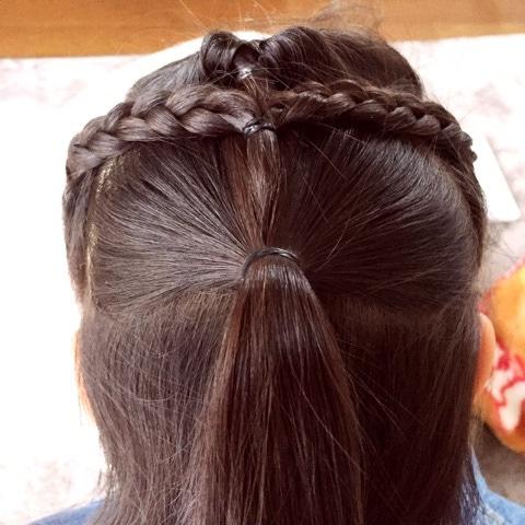 子供のヘアアレンジにぴったり♪アクティブでゴージャスな三つ編み×くるりんぱアレンジ☆5