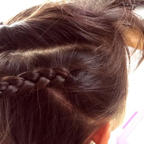 子供のヘアアレンジにぴったり♪アクティブでゴージャスな三つ編み×くるりんぱアレンジ☆3