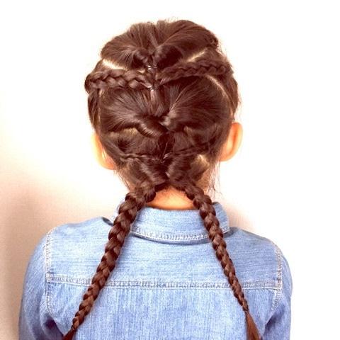 子供のヘアアレンジにぴったり♪アクティブでゴージャスな三つ編み×くるりんぱアレンジ☆10