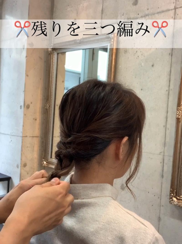 秋冬のタートルネックコーデがもっと素敵に♪ミディアムヘアでもできる、首元すっきりまとめ髪アレンジ6
