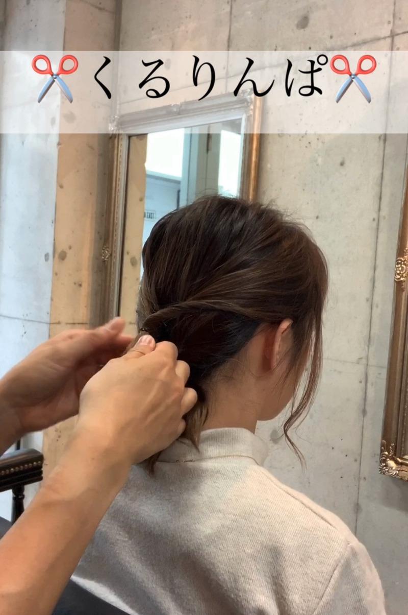 秋冬のタートルネックコーデがもっと素敵に♪ミディアムヘアでもできる、首元すっきりまとめ髪アレンジ4