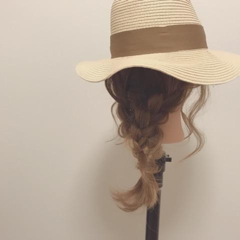 これからの季節にやりたい!麦わら帽子にピッタリの三つ編みアレンジfin