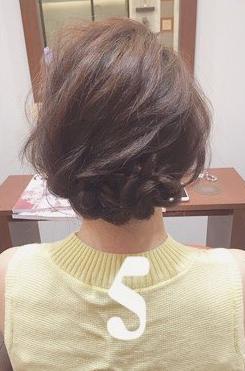 三つ編みができれば誰でもできる!結婚式にもおすすめなまとめ髪♡5