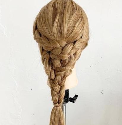 後ろ姿がとても可愛い♡三つ編みでできるヘアアレンジ4