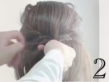 小顔効果も!?ミディアムで一番簡単なヘアアレンジ☆2