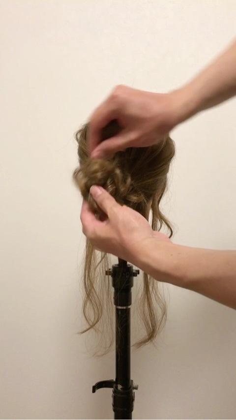 ふわっと可愛い♡おくれ毛を活かすアップヘア4