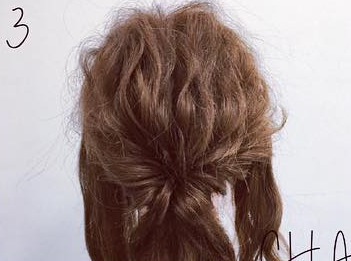 ミディアムヘアでも華やかに♡くるりんぱ×ロープ編みの簡単まとめ髪アレンジ3