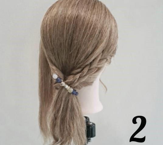 後れ毛が可愛い♪ミディアムヘアにおすすめのサイドポニーアレンジ2