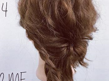 ミディアムヘアでも華やかに♡くるりんぱ×ロープ編みの簡単まとめ髪アレンジ4