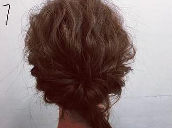 ミディアムヘアでも華やかに♡くるりんぱ×ロープ編みの簡単まとめ髪アレンジ7
