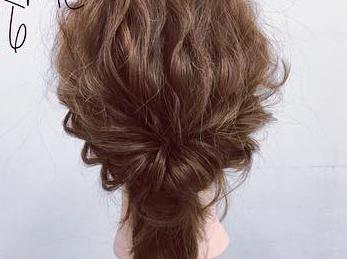 ミディアムヘアでも華やかに♡くるりんぱ×ロープ編みの簡単まとめ髪アレンジ6