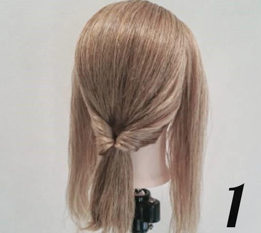 後れ毛が可愛い♪ミディアムヘアにおすすめのサイドポニーアレンジ1