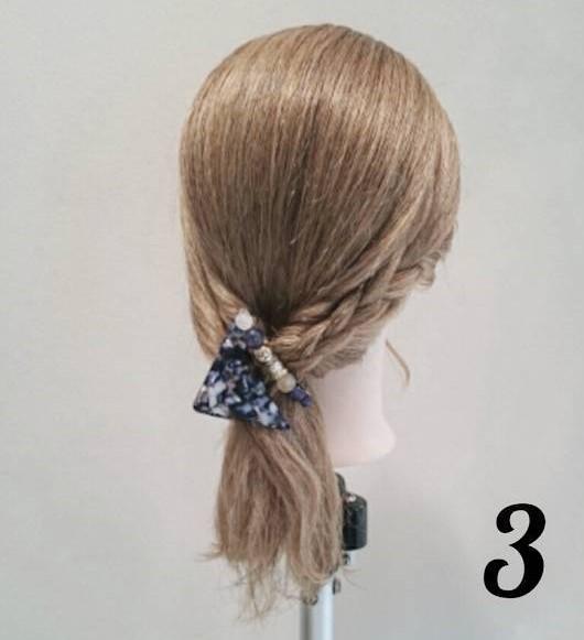 後れ毛が可愛い♪ミディアムヘアにおすすめのサイドポニーアレンジ3