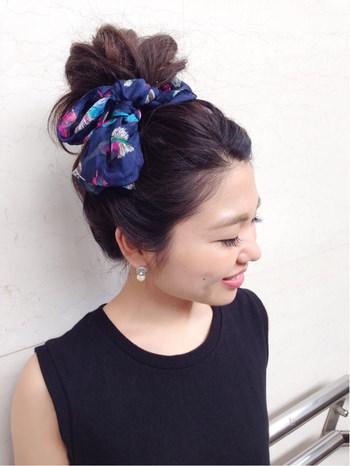 トレンドのスカーフヘアスタイル