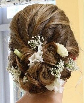洋装に似合うヘアスタイル