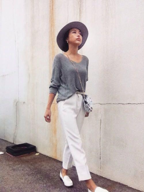 白パンツに似合うヘアスタイル