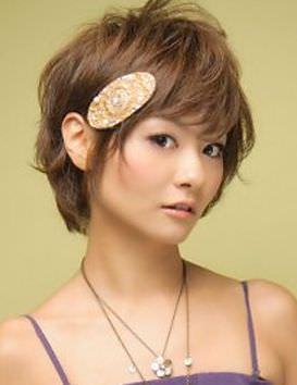 簡単可愛い♪バレッタを使ったヘアスタイル1