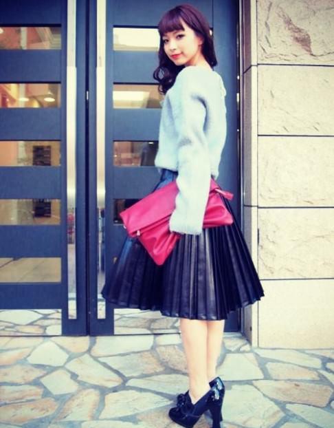 レザースカートに似合うヘアスタイル