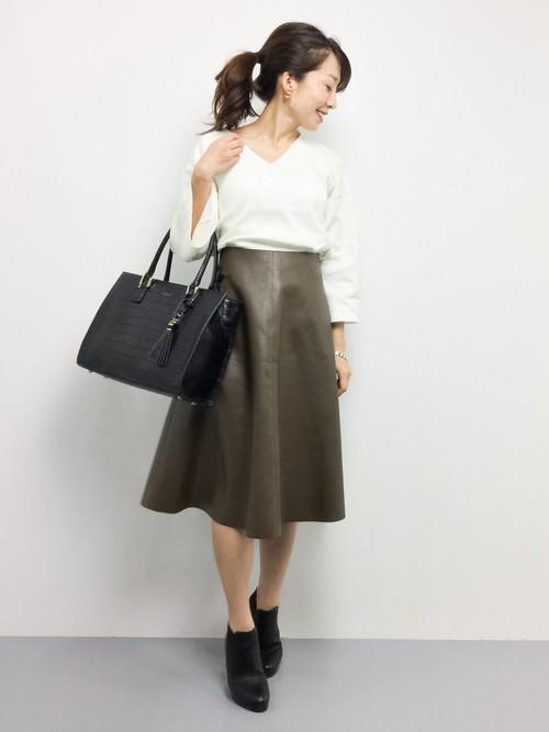 レザースカートに似合うヘアスタイル1