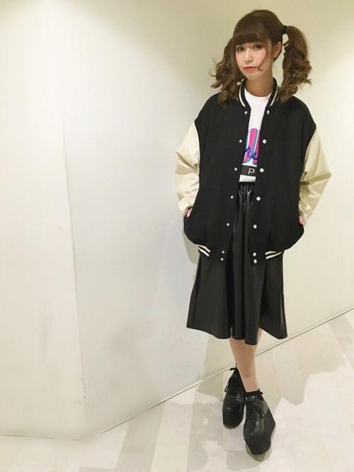 レザースカートに似合うヘアスタイル3