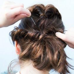 こなれたまとめ髪を作る裏ワザ、ねじり&くるりんぱ!3