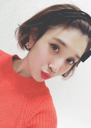 クリスマスカラー☆赤ニットに似合うヘアスタイル5