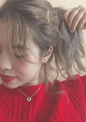クリスマスカラー☆赤ニットに似合うヘアスタイル4