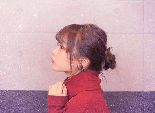 パッと華やか♪カラーニットに似合うヘアスタイル3