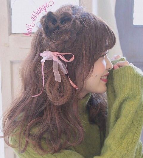 パッと華やか♪カラーニットに似合うヘアスタイル2