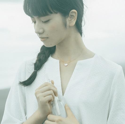前髪ぱっつん&黒髪ロング!小松菜奈のヘアスタイルまとめ4