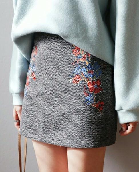 ミニスカートに似合うヘアスタイル