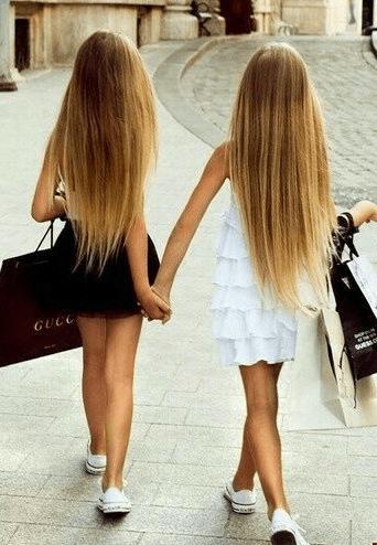 女友達とのショッピングにぴったりなヘアスタイル