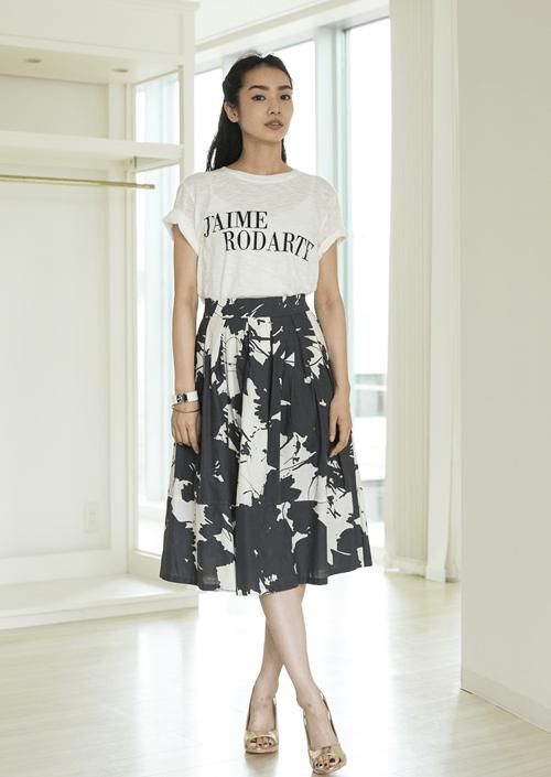 ボタニカル柄スカートに似合うヘアスタイル4