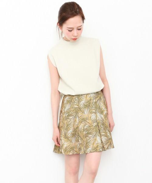 ボタニカル柄スカートに似合うヘアスタイル3