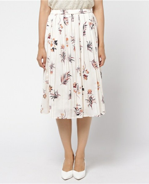 ボタニカル柄スカートに似合うヘアスタイル