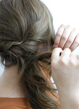 長い前髪がクールな印象を与えるサイドアレンジ5