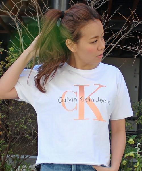 ロゴTシャツに似合うヘアスタイルや髪型2