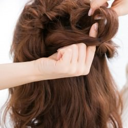 ふわ髪にコサージュ風のハーフアップでワザあり清楚女子2
